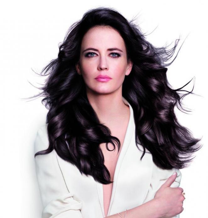 Восхитительная Ева Грин приняла участие в рекламной акции Pro Fiber
