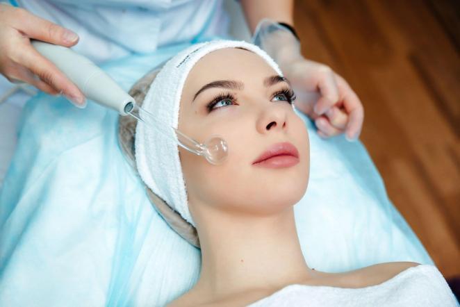 Как правильно пользоваться дарсонвалем при проведении косметических процедур